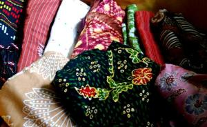 kain tradisional indonesia