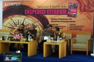 Para pembicara peluncuran dan bedah buku Ekspedisi Citarum