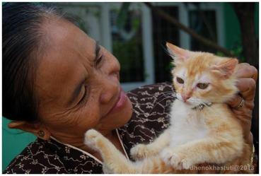 Ibu dan Naga chan saat menengok rumah Bandung pada Juni 2010.