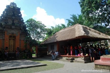 dhenok - ubud - istana raja